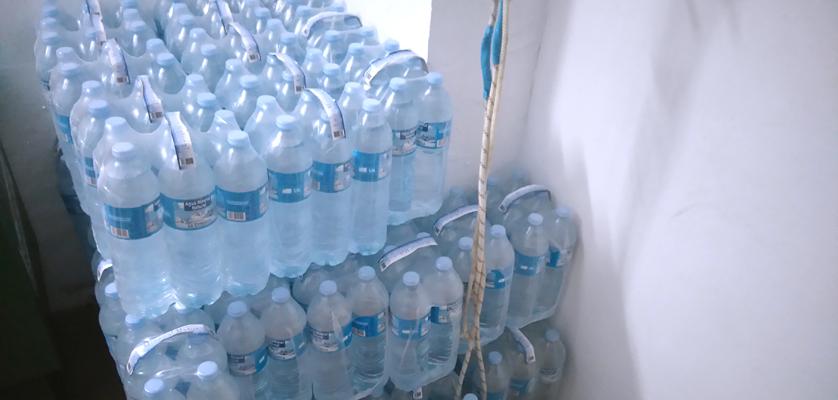 Nuevo palet de agua mineral para nuestra cantera